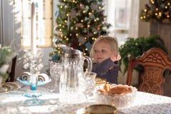 Sala de jantar decorada para os feriados fotografia de stock