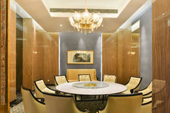 Sala de jantar do restaurante do hotel imagens de stock royalty free