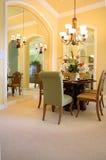 Sala de jantar espelhada (vista 2 fotos de stock