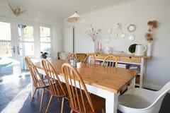 Sala de jantar na casa familiar contemporânea Fotos de Stock Royalty Free