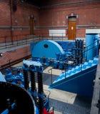 Sala de máquinas de una central eléctrica de agua Foto de archivo libre de regalías