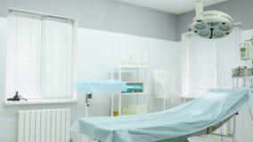 Sala de operações em uma clínica cosmética ou dermatological moderna filme