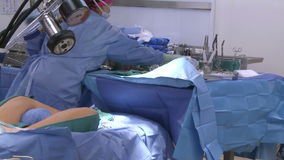 Sala de operações pronta para a cirurgia vídeos de arquivo