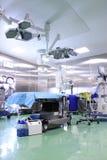 Sala de operaciones moderna con el equipo contemporáneo Imagen de archivo