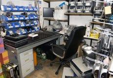 Sala de ordenadores desordenada Fotografía de archivo