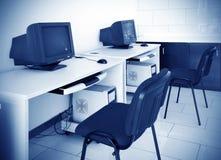 Sala de ordenadores - PC fotos de archivo libres de regalías