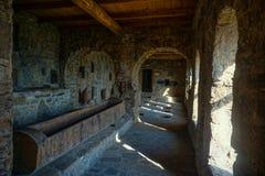 Sala de processamento das uvas do monastério de Nekresi fotografia de stock