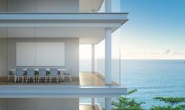 Sala de reunião da opinião do mar no escritório moderno, construindo com interior luxuoso Imagens de Stock Royalty Free