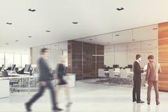 Sala de reunião de vidro e de madeira, pessoa, lado Fotografia de Stock Royalty Free