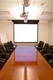 Sala de reunión con la pantalla Imagen de archivo