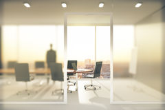 Sala de reunión con las paredes de vidrio esmerilado imagen de archivo