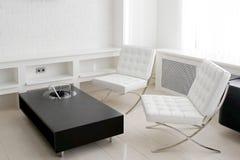 Sala de reunión con los muebles de cuero fotografía de archivo