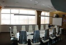 Sala de reunión corporativa contemporánea Fotografía de archivo libre de regalías