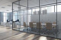 Sala de reunión de cristal con los armarios, oficina, lado imagenes de archivo