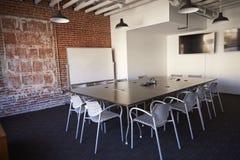 Sala de reunión de la oficina moderna sin gente Imágenes de archivo libres de regalías