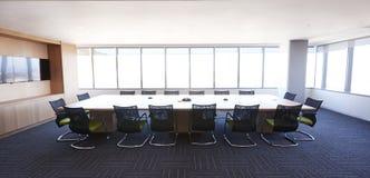 Sala de reunión de la oficina moderna sin gente Foto de archivo libre de regalías