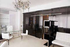 Sala de reunión del vidrio con los muebles de cuero Foto de archivo libre de regalías