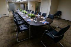Sala de reunión en el centro de la oficina Foto de archivo