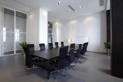 Sala de reunión moderna vacía Foto de archivo libre de regalías