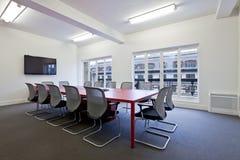 Sala de reuniões moderna do escritório fotografia de stock
