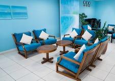 Sala de visitas azul da máscara fotos de stock royalty free