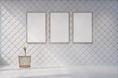 Sala de visitas branca com uma galeria do cartaz Fotos de Stock