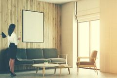 Sala de visitas branca e de madeira do sótão, cartaz tonificado Foto de Stock Royalty Free