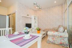 Sala de visitas com mobília Imagens de Stock Royalty Free