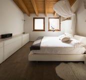 Sala de visitas com sofá da tela fotos de stock royalty free