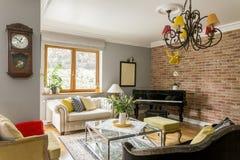 Sala de visitas completamente de estilos interiores da arquitetura Fotografia de Stock Royalty Free