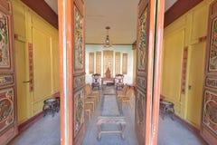 A sala de visitas da casa popular característica de yunnan Dali imagens de stock