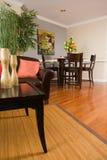 Sala de visitas do apartamento e área dinning foto de stock