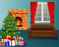 Sala de visitas do Natal com chaminé, poltrona, árvore do xmas e presentes Imagens de Stock Royalty Free