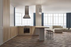 Sala de visitas e cozinha brancas e de madeira Fotografia de Stock Royalty Free