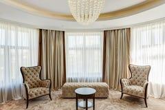 Sala de visitas luxuosa com interior clássico imagens de stock royalty free