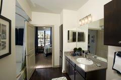 Sala de visitas pequena do apartamento fotografia de stock