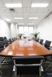 Sala del consiglio moderna dell'interiore dell'ufficio Fotografie Stock