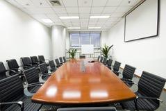 Sala del consiglio moderna dell'interiore dell'ufficio Fotografia Stock Libera da Diritti