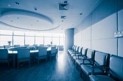 Sala del consiglio moderna dell'interno dell'ufficio Immagine Stock