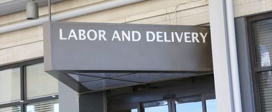 Sala del parto en el hospital imágenes de archivo libres de regalías