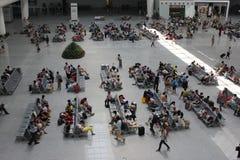 Sala di attesa nella stazione ferroviaria Immagini Stock Libere da Diritti