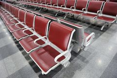 Sala di attesa in una stazione ferroviaria Immagine Stock