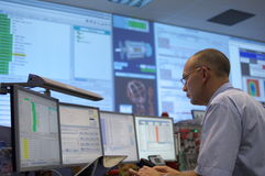 Sala di controllo dell'ATLANTE del CERN fotografie stock