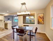 Sala dinning elegante com janelas Imagem de Stock Royalty Free