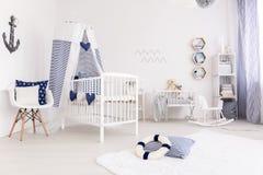 Sala do bebê no estilo da marinha fotografia de stock royalty free