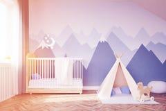 Sala do ` s do bebê com uma cama e uma barraca, tonificadas Fotografia de Stock