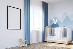 Sala do ` s do bebê com uma ucha e um cartaz Imagens de Stock Royalty Free