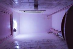 Sala do toalete com toalete Vista inferior Repare é exigido imagem de stock royalty free