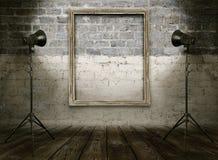 Sala do vintage com quadro retro da foto fotos de stock royalty free