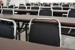 sala lekcyjnych biurka Fotografia Royalty Free